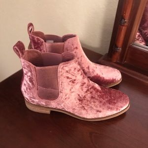 NWT! Toms pink velvet boots